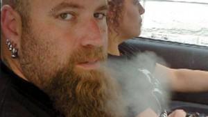 Journal de Montréal - Victime d'un grave traumatisme crânien en 1999, Dany Provencher, a une prescription médicale pour fumer 5 g de marijuana par jour